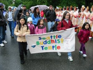 children holding the Seattle Buddhist Temple banner at the 2011 Walk for Rice